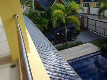phuket_home_second_floor_view_of_gate